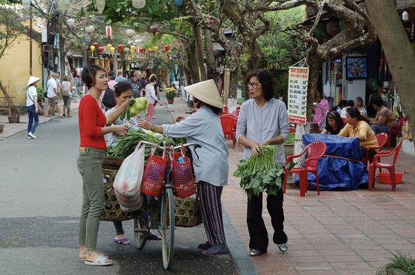 旧市街の物売り