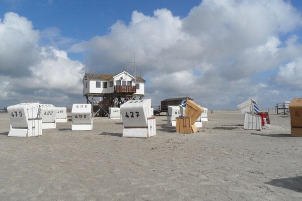Strandleben im Sommer an der Nordsee auf Eiderstedt