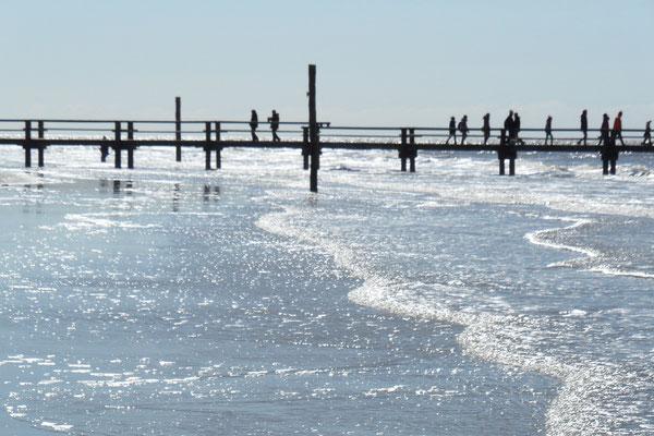 Nordsee mit Steg zur Strandbar 54° Nord