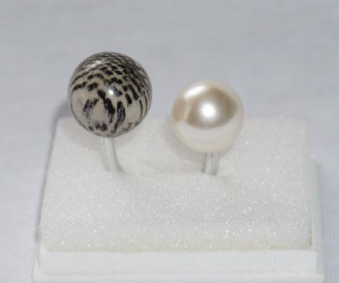 getigerte Kugel mit Perle