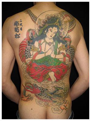 騎龍観音の刺青、和彫り