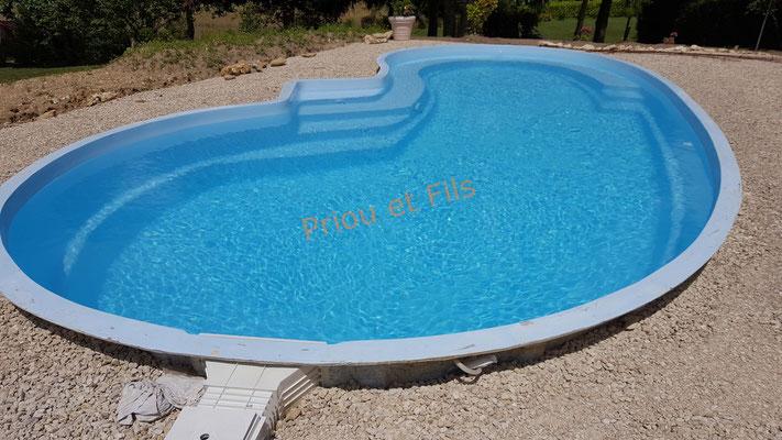 mise en eau de la piscine en coque polyester