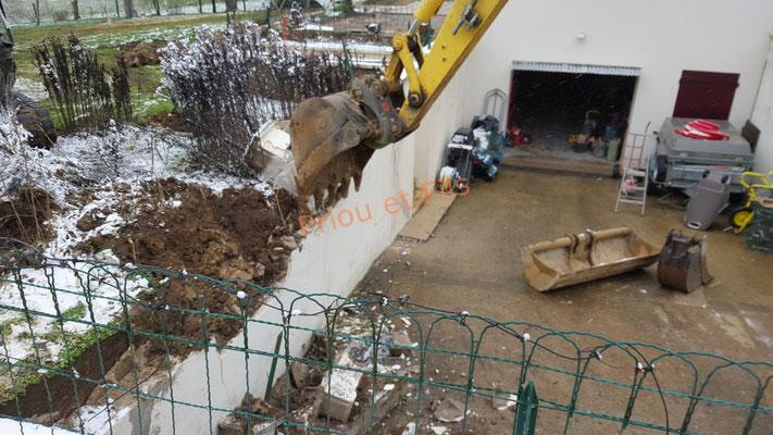 démolition du mur de la descente du sous-sol