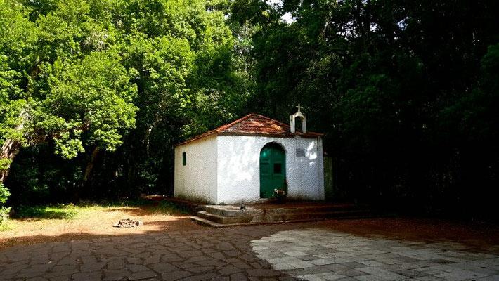 Eine Waldkapelle nahe dem Weiler El Cedro