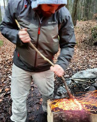 Ich brenne eine Schale, ohne Werkzeug.