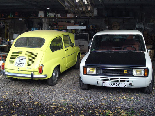 links SEAT 600, rechts SEAT 124