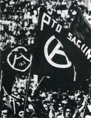 Aufmarsch der anarchistischen spanischen Gewerkschaft FAI, 1970er Jahre.