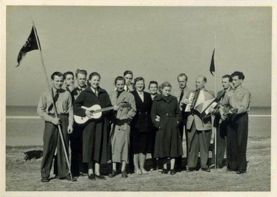 Privatfoto von einem Ausflug der Älteren an die Nordsee, 1950er Jahre