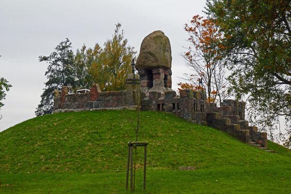 Dithmarscher Landesdenkmal bei Hemmingstedt, 1900 errichtet, heutiger Zustand