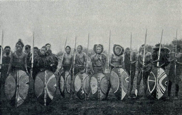 Krieger der Massai in Deutsch-Ostafrika vor dem Ersten Weltkrieg