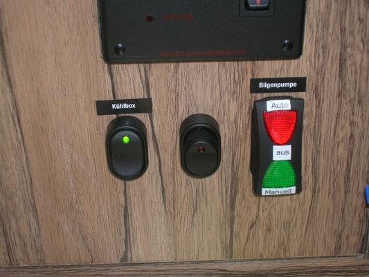 Der mittlere Schalter ist für die 12V Steckdose