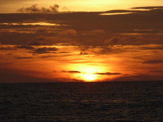 Wieder mal ein Sonnenuntergang auf See