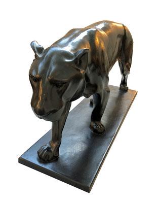 Art Deco Bronze- Skulptur Löwin, signiert Ch. Aeckerlin