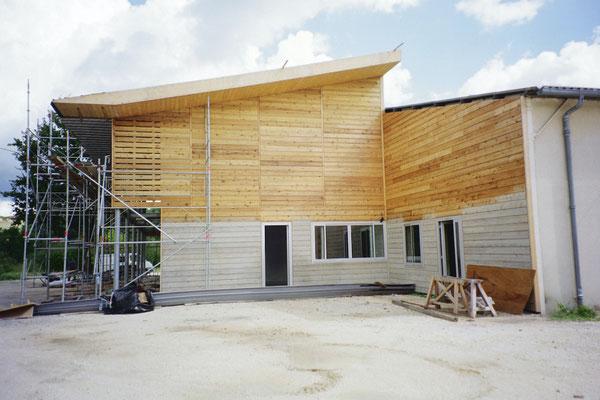 Komplette Holzfassade mit Holzöl geschützt