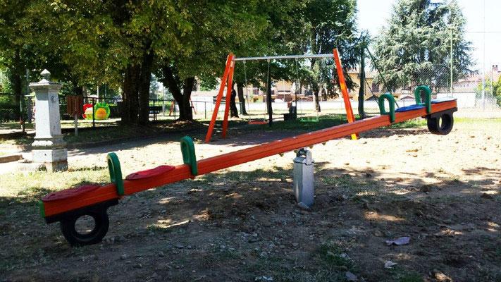 Bilzo balzo dondolo Comune di Pieve del Cairo (Pavia) giochi per parco Stileurbano attrezzature per parco giochi
