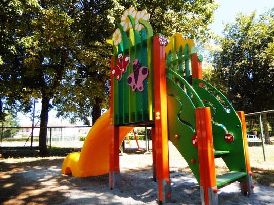 Ciuffo scivolo Comune di Pieve del Cairo (Pavia) giochi per parco Stileurbano attrezzature per parco giochi