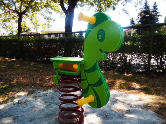 Lombrotto gioco a molla Comune di Pieve del Cairo (Pavia) giochi per parco Stileurbano attrezzature per parco giochi