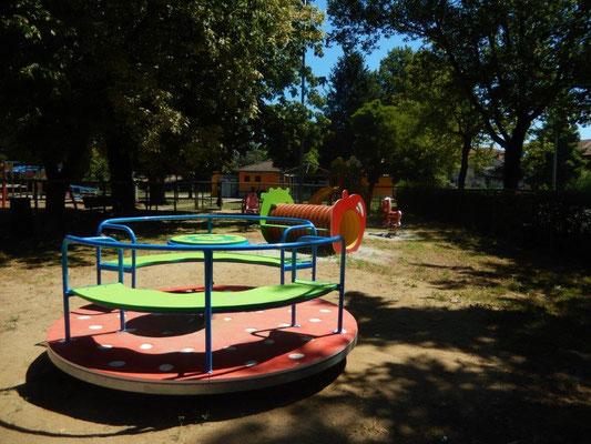 Fragolone giostra Comune di Pieve del Cairo (Pavia) giochi per parco Stileurbano attrezzature per parco giochi
