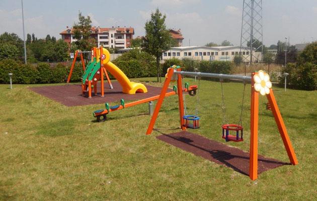 condominio San Giuliano Milanese MI giochi per parco Stileurbano attrezzature per parco giochi