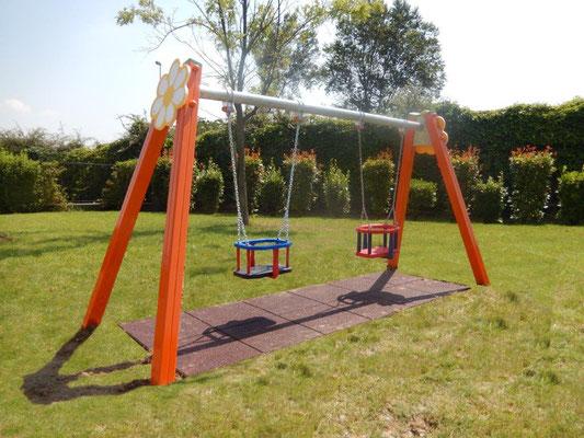 condominio San Giuliano Milanese MI giochi per parco Stileurbano attrezzature per parco giochi Altallegra altalena baby