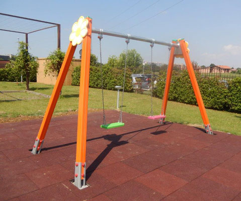 condominio San Giuliano Milanese MI giochi per parco Stileurbano attrezzature per parco giochi Altallegra altalena