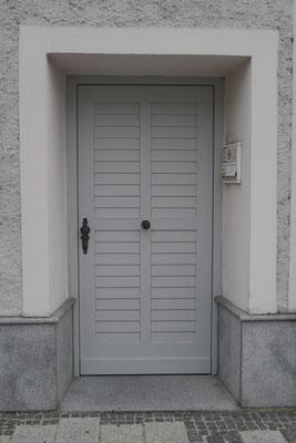 Kranz | Eingangstüre mit Rollschalung