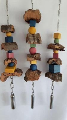 Ein kleiner Überblick - Schredderspielzeug mit Glocke – eigene Herstellung, mit extrahierten Pflanzenfarben eingefärbt, ohne Zuckercoleur.