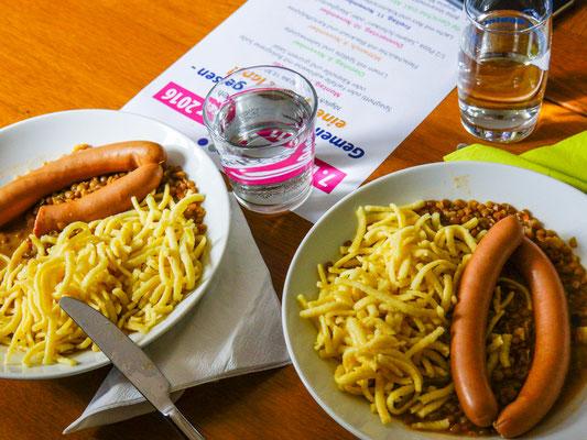 Mittagessen-Woche im Bürgertreff. Dienstag: Linsen und Spätzle mit Saitenwürstle.
