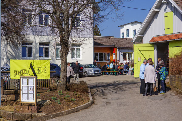 Bürgertreff und Alte Schule im Rötweg. Schönes Wetter zur Schatzsuche - alles voll belegt.