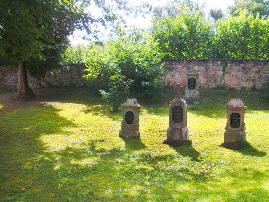 Pflegearbeiten auf dem alten St. Hilarius-Friedhof