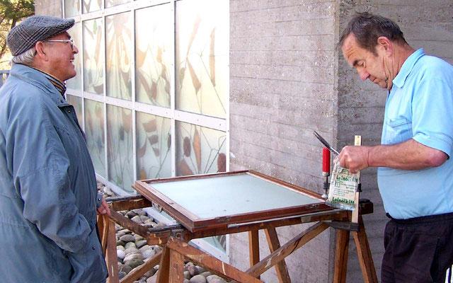 Feinarbeit mit Glas und Fensterkitt