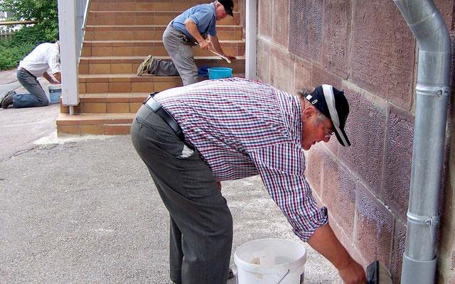 Mauerschäden werden beseitigt.