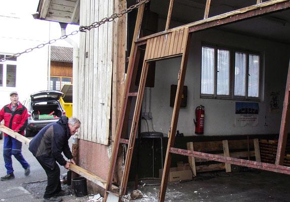 Das frühere Feuerwehrhaus bekommt ein neues Tor.