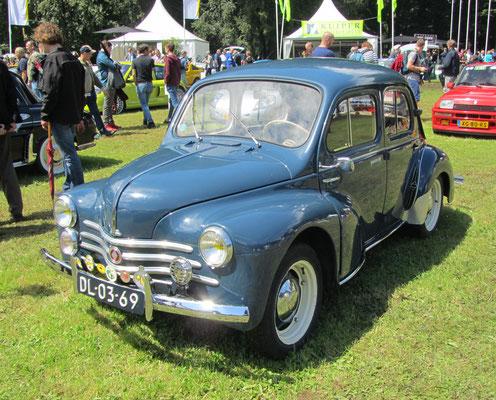 Renault 4 uit 1954. (Concours d'Élégance 2016 op Paleis Het Loo in Apeldoorn)