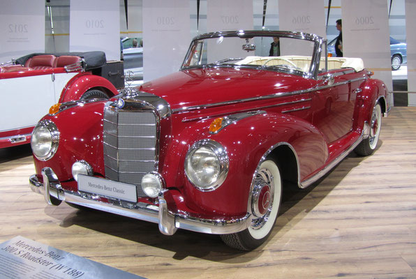 Een Mercedes-Benz 300 S Roadster uit 1956 op de Techno Classica 2016 in Essen.