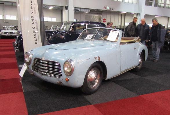 Simca 8 Sports Cabriolet uit 1950 met een aluminium carrosserie, ontworpen door Pininfarina en gebouwd door Facel. (Interclassics Brussels 2018)