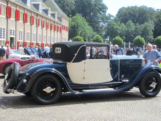 Excelsior Albert 1e uit 1927-1928 met een 5.350 cc 6-cilinder motor en een carrosserie van Snutsel uit Brussel op het Concours d'Élégance 2016 Paleis Het Loo in Apeldoorn.