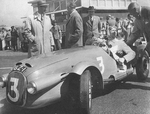 Races op het circuit van Zandvoort in 1950 met Vredestein Profilux banden.