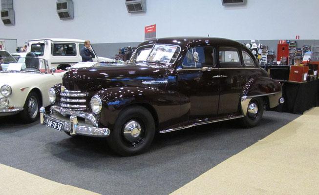 Opel Kapitän 3e serie uit 1952. (Interclassics Brussels 2018)