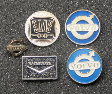 Saab en Volvo speldjes.