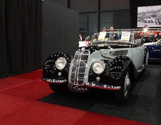 BMW 327 Cabriolet uit 1939. (Interclassics Maastricht 2020)