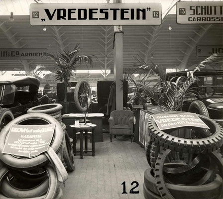 Op de RAI-autotentoonstelling in 1924 staat ook een stand van Vredenstein banden.