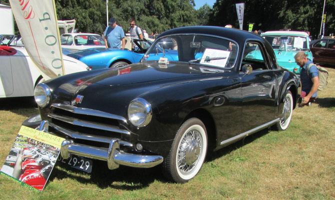 Simca 9 sport coupé uit 1952 (Concours d'Élégance 2018 op Paleis Het Loo in Apeldoorn).