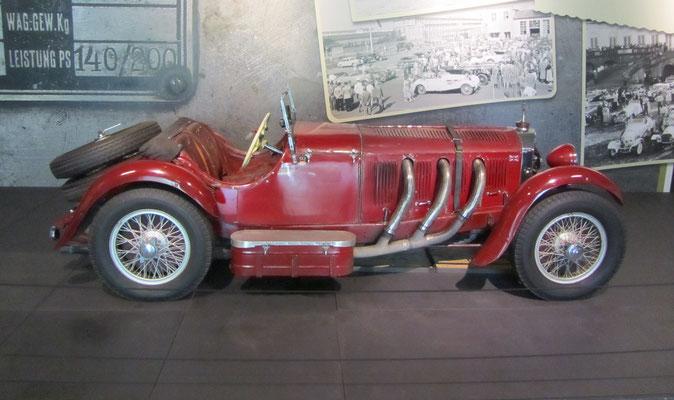 Mercedes-Benz SSK uit 1929, 7,1 liter zescilinder, 225 pk. (Louwman Museum in Den Haag) Met dit type auto werd de TT in 1929 gewonnen en in 1931 de Duitse Grand Prix door Garacciola.