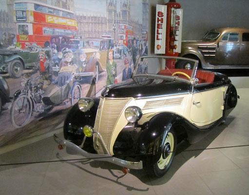 Ford Eifel Model C Cabriolet uit 1938. (Louwman Museum in Den Haag)