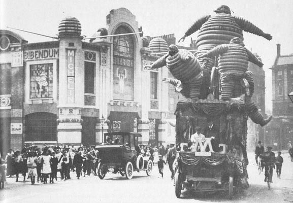 Het hoofdkwartier van Michelin in Londen dat in 1910 werd geopend was gebouwd in art nouveau stijl en gedecoreerd met geïllustreerd tegelwerk. De Michelin man Bibendum werd snel hun beroemde handelsmerk.