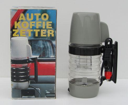 Een koffieapparaat voor in de auto. Deze is te koop (dubbel aanwezig), prijs € 5,00 email: info@automobielhistorie.com