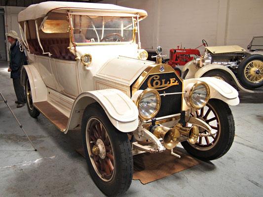 Een Cole 4-Door Touring Car uit 1913/1914.
