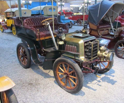 Darracq Tonneau Type C uit 1901 (Collection Schlumpf).