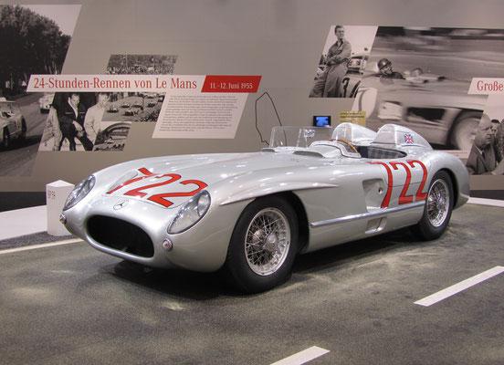De Mercedes-Benz 300 SLR waarmee Sterling Moss in 1955 de Mille Miglia won, te zien op de Techno Classica 2015 in Essen.